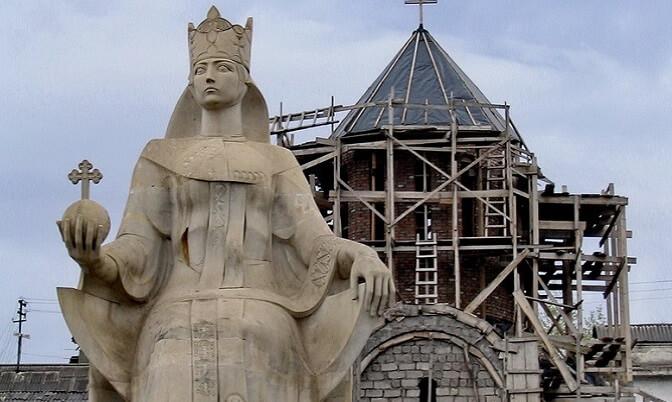 Памятник Царице Тамаре