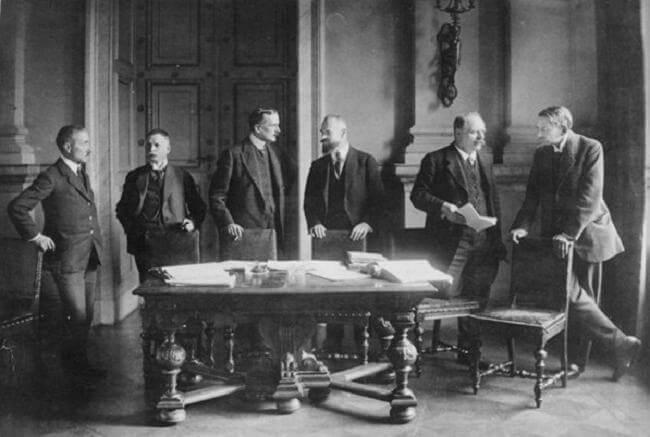 Причны развала Версальской системы